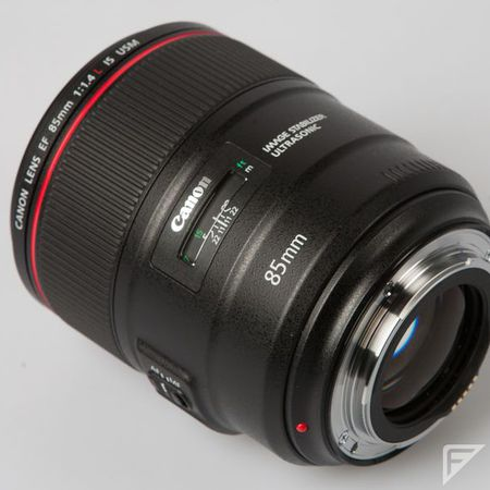 canon-ef-85-mm-f-1-4-l-is-usm-c26253be__w910