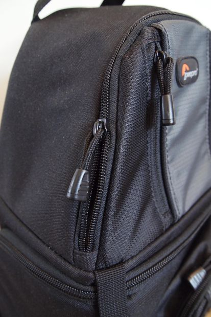 Lowepro SlingShot 202 AW test review détail fermeture