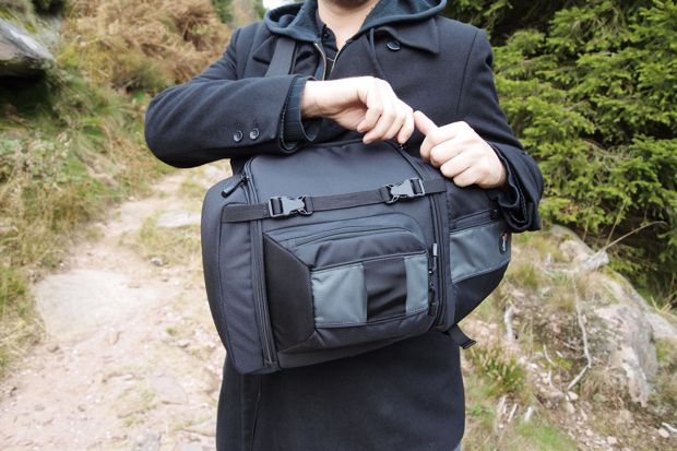 Lowepro SlingShot 202 AW test review ouverture sac