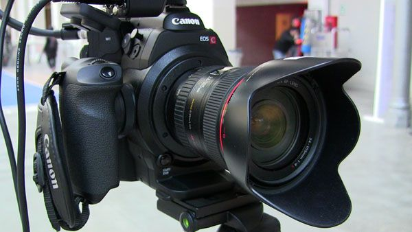 Canon C300 test review sur pied