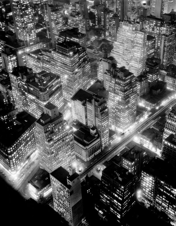 Vue de nuit, New York, 1932 © Berenice Abbott / Commerce Graphics Ltd, Inc.