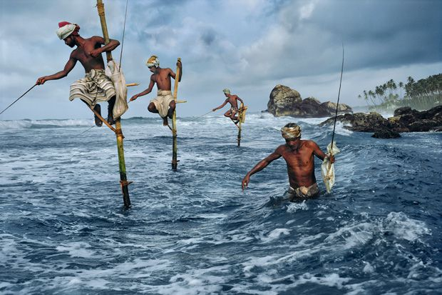 Fishermen at Weligama, Sri Lanka, 1995 - Photo Steve McCurry