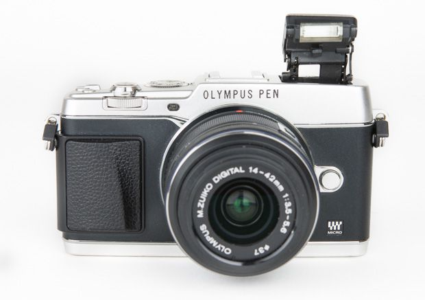 Olympus Pen E-P5 flash test review