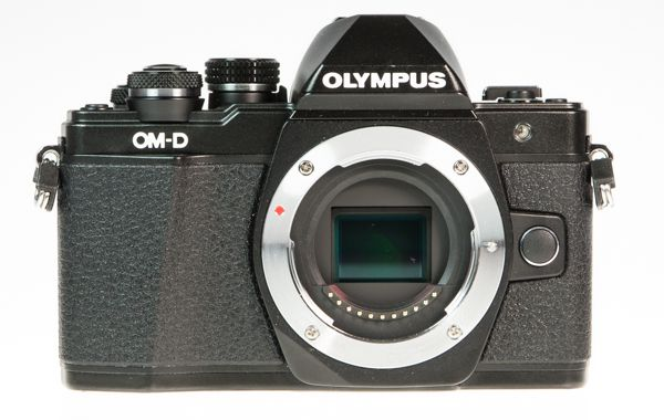Olympus OM-D E-M10 Mark 2 (EM-10 2), test review, vue de face capteur