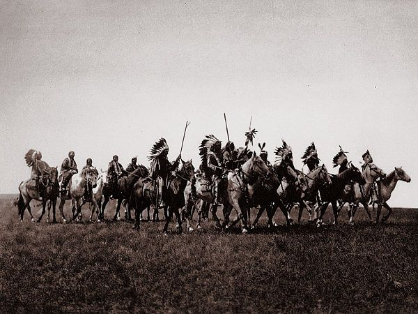 Edward S. Curtis, The North American Indian, Brulé War-Party