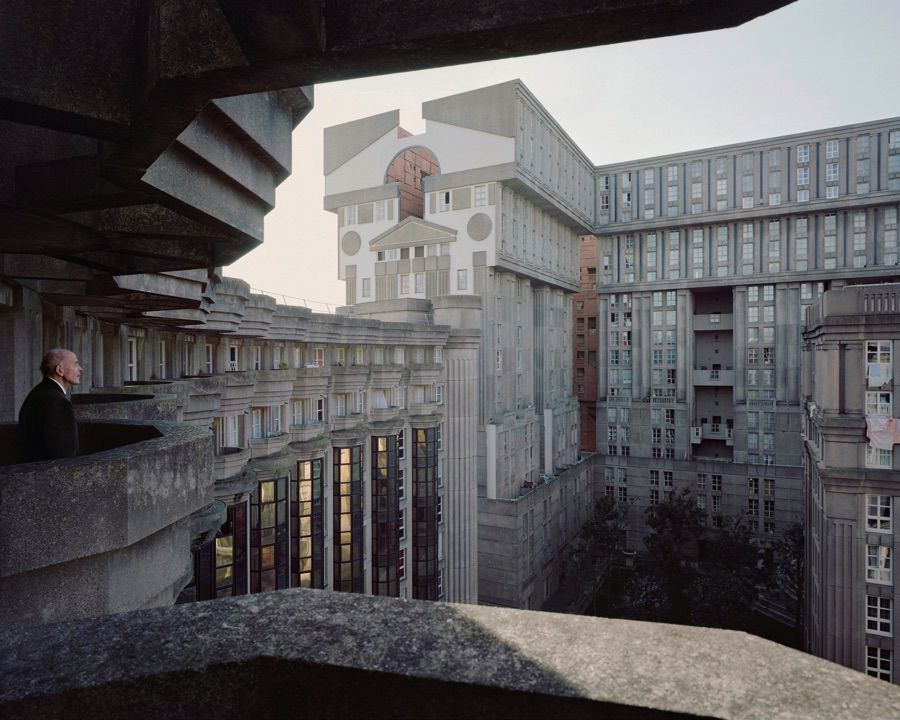 Photo Laurent Kronental, série Souvenir d'un futur - Ensemble Les Espaces d'Abraxas à Noisy-le-Grand, architecte Ricardo Boffill