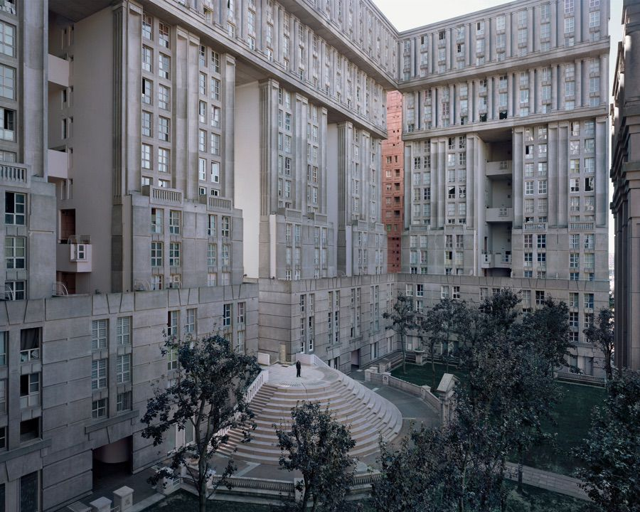 Photo Laurent Kronental, série Souvenir d'un futur - Ensemble des Espaces d'Abraxas à Noisy-le-Grand, architecte Ricardo Boffill