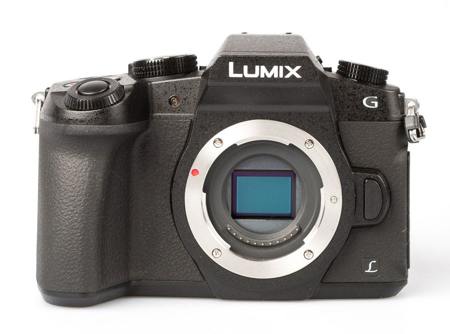 Test Panasonic Lumix G80 de face sans objectif