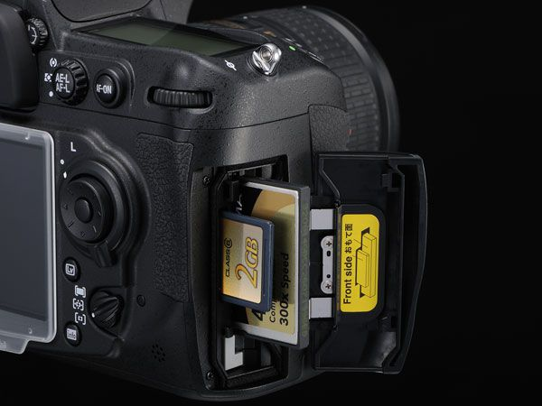 Nikon D300s emplacements cartes