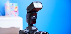 Le flash Canon Speedlite 470EX-AI automatise l'éclairage indirect