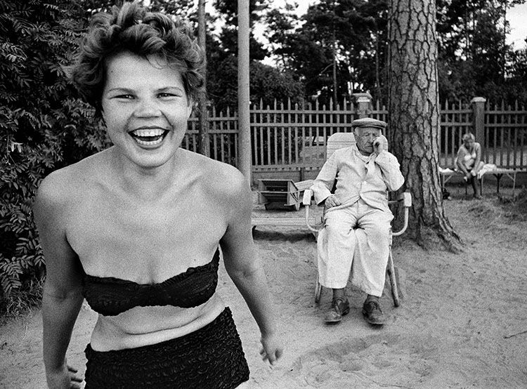 Bikini, Moscou, 1959. © William Klein