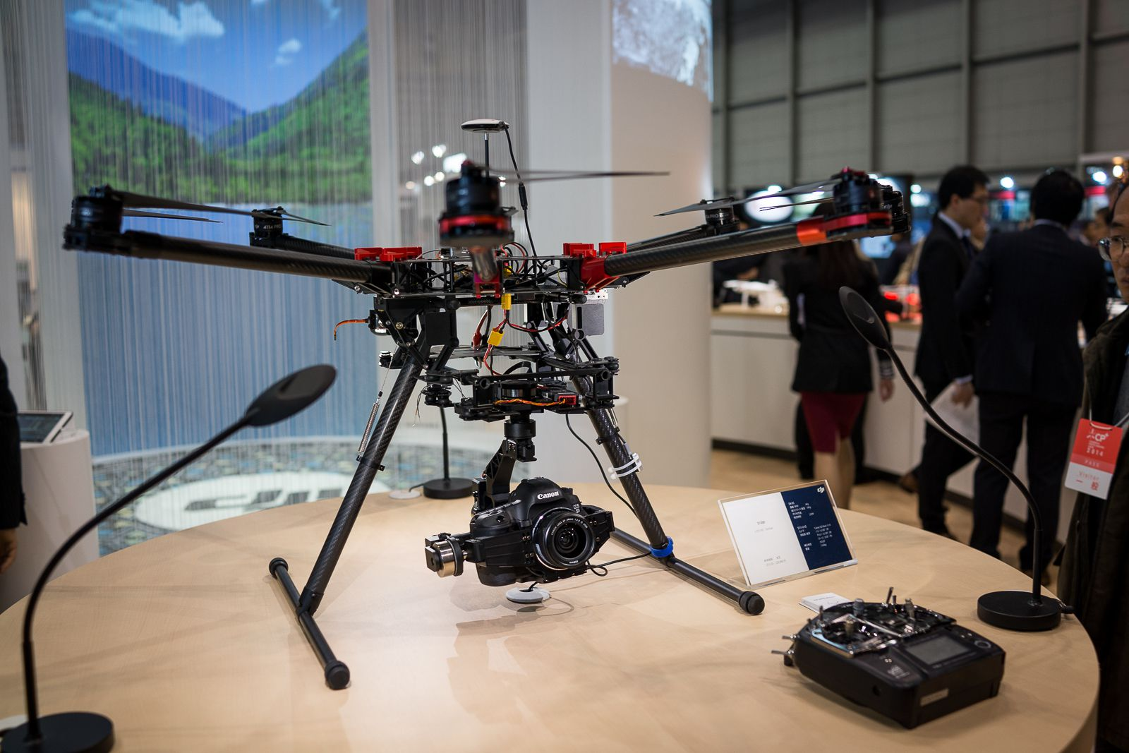 CP+ 2014 : Dji, Spreadwings S1000 équipé d'un 5D Mark III